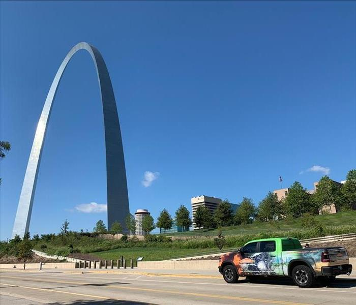 A SERVPRO truck in front of the St. Louis arch and blue sky behind it.